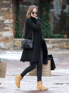 Dakota in Aspen, Colorado! Dakota Johnson Street Style, Dakota Style, Fashion Idol, Fashion Outfits, Isabella Scherer, Timberland Outfits, Timberland Boots, Looks Style, Wearing Black
