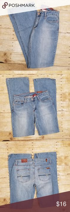 """NWT Bongo Flare Jean Brand New with Tags Size 11 Jeans Light washed flare jean Waist 14.5"""" / Rise 9"""" / Inseam 32.5"""" (approximately) BONGO Jeans Flare & Wide Leg"""