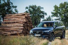Das Klischee verlangt, dass SUVs vor rustikaler Kulisse abgebildet werden. Der Volvo XC90 hat zwar keine herausragende Offroad-Fähigkeiten, verfügt aber über einen Allrad-Antrieb und...