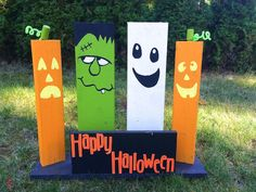 During some of my late night internet ADD (start looking for a recipe and then an hour later, I have pinned 400 other things and have. Halloween Pallet Signs, Halloween Wood Crafts, Halloween Porch, Halloween Home Decor, Diy Halloween Decorations, Fall Halloween, Halloween Ideas, Pallet Decorations, Halloween Blocks