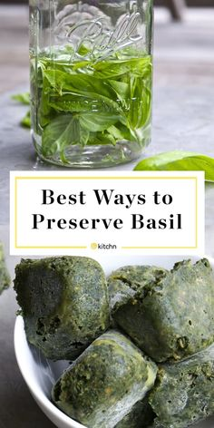 Best Ways to Preserve Basil The best ways to preserve fresh basil leaves. Yes, you can make pesto, but here are some other ideas! Freeze them in oil in ice cube trays or even infuse them in vodka Herb Recipes, Canning Recipes, Healthy Recipes, Fresh Basil Recipes, Canning 101, Canning Jars, Homemade Pesto Recipes, Homemade Spices, Preserving Basil