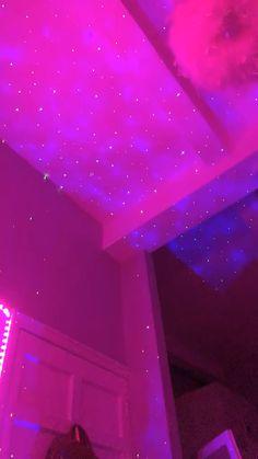 Indie Room Decor, Cute Bedroom Decor, Room Design Bedroom, Aesthetic Room Decor, Room Ideas Bedroom, Neon Bedroom, Chill Room, Cute Room Ideas, Applis Photo
