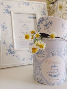 Simply Shabby chic candle floral blue