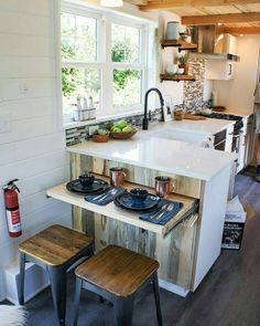 70 Incredible Tiny House Kitchen Decor Ideas More from my Clever Tiny House Kitchen Decor Gorgoeus Tiny House Small Kitchen Minimalist Kitchen Ideas For A Modern Incredible Minimalist Kitchen Design Tiny House Storage, Tiny House Closet, Big Kitchen, Kitchen Corner, Kitchen Dining, Kitchen Cabinets, Kitchen Modern, Dining Rooms, Kitchen Countertops
