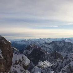 Ausblick vom höchsten #Berg #Deutschland. Einfach grandios #echteinladend #Bayern #Bavaria #mountains #sky #clouds #zugspitze #sun #winter