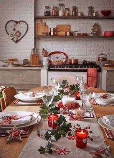 Cozy Christmas with the right table decoration. Cozy Christmas with the right table decoration. New Years Eve Decorations, Party Table Decorations, Christmas Table Decorations, Decoration Table, Holiday Decor, Christmas Table Settings, Christmas Tablescapes, Holiday Tablescape, Christmas Kitchen