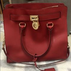 ❤️❤️REDUCED PRICE!!❤️❤️Michael Kors Tote Bag Super cute and holds everything. New without tags, was received as a gift and has never been used! Michael Kors Bags Totes