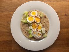Speltlompe, salat, kyllingpålegg og egg🥙 Wrap it up🙌🏻 Egg Wrap, Wraps, Eggs, Breakfast, Food, Morning Coffee, Egg, Rap, Meals