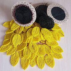 Деревья и цветы из Бисера Beaded Flowers Patterns, Crochet Flowers, Beading Patterns, Flower Crafts, Flower Art, Seed Bead Flowers, French Beaded Flowers, Beaded Crafts, Brooches Handmade