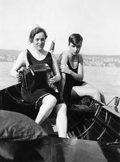 Renée mère et la fille Annemarie Schwarzenbach sur le lac de Zurich, le 22 Juin, 1930