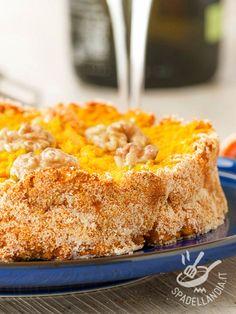 Carrot cake, cottage cheese and walnuts - La Torta di carote, ricotta e noci è un dolce soffice e profumato, adatto anche ai bambini per la sua irresistibile delicatezza. #tortadicarote #tortadiricotta