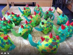 Papier-mache dinos (photo only) Dinosaur Projects, Dinosaur Crafts, Dinosaur Art, Dinosaur Birthday, Craft Projects, Dinosaur Theme Preschool, Dinosaur Activities, Craft Activities, Preschool Crafts