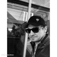 """Jeremy Renner's image - """"Thx @49ers and @LEVIS  it was a SUPERBOWL #sundayfunday"""" on WhoSay"""