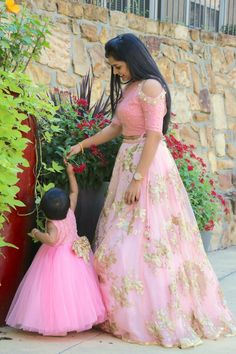 adorable momanddaughter in our label ashwinireddy arbaby blushpink babypink powderpink coldcut crotop skirt tutu frock golden bow 08 December 2016 Mom Daughter Matching Dresses, Mom And Baby Dresses, Girls Dresses, Tutu Frocks, Mother Daughter Fashion, Mother Daughters, Kids Lehenga, Princess Outfits, Indian Designer Wear