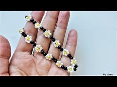 How to make a beaded bracelet, beginners tutorial - Boncuktan gözlük ipi yapmak isteyenler için bu modeli denemenizi kesinlikle tavsiye ederim. Earring Tutorial, Bracelet Tutorial, Diy Schmuck, Schmuck Design, Beaded Jewelry Patterns, Bracelet Patterns, Beading Jewelry, Jewelry Making Tutorials, Beading Tutorials