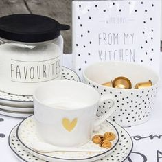 Welcome to Bastion Collections, at this site you can find all information about us, our collection. China Plates, Polish Pottery, Cute Mugs, Hand Painted Ceramics, Plate Sets, Kitchen Stuff, Decoration, Bone China, Home Accessories