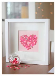 Cuadro botones heart can also be stitched on fabric and hung on an embroidery hoop