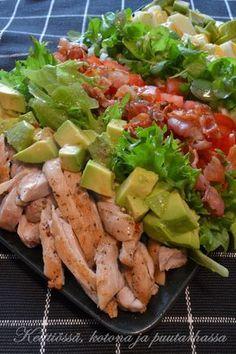 Täyttävä ja herkullinen Cobbin salaatti Hollywoodista Cobb Salad Gluten Free Donuts, Gluten Free Recipes, Healthy Recipes, Food N, Food And Drink, Skinny Taco Dip, Finnish Recipes, Clean Eating, Healthy Eating