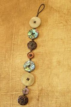 Button Bracelet Tutorial - a great way to use vintage and artist-made buttons! I have some really cool vintage buttons in black for a similar bracelet Cute Crafts, Crafts To Make, Arts And Crafts, Diy Crafts, Shoebox Crafts, Shoebox Ideas, Geek Crafts, Wooden Crafts, Design Crafts