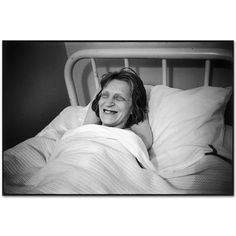 Great-aunty Mary told us she had a part-time job to supplement her pension. Creepy Old Photos, Haunting Photos, Mary Ellen Mark, Mental Health Care, Mental Health Problems, Insane Asylum Patients, Mental Asylum, Psychiatric Hospital, Crazy People
