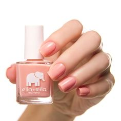 Opting for bright colours or intricate nail art isn't a must anymore. This year, nude nail designs are becoming a trend. Here are some nude nail designs. Cute Nail Polish, Nail Polish Bottles, Nail Polish Colors, Cute Nails, Pretty Nails, Nail Polishes, Diy Nail Designs, Acrylic Nail Designs, Art Designs