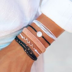 All That Glitters is rose gold 💖😍 Check our this super cute Pura Vida Bracelet pack and receive off your order when you use my code 😍 Purvida Bracelets, Summer Bracelets, Bracelet Crafts, Summer Jewelry, Handmade Bracelets, Peyote Bracelet, Diy Friendship Bracelets Patterns, Bracelet Patterns, Bracelet Designs
