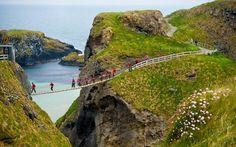 #20. キャリック・ア・リード・ロープ橋(北アイルランド) 世界で最も危険な橋23選…日本もランクイン