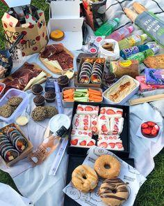 Picnic Date Food, Picnic Time, Beach Picnic Foods, Healthy Picnic Foods, Fall Picnic, Cute Food, Good Food, Yummy Food, Comida Picnic