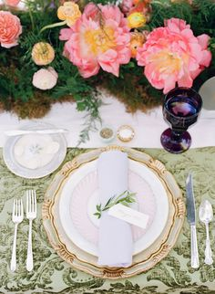La Tavola Fine Linen Rental: Neiman Apple Green with Tuscany Eggshell Table Runners, Tuscany Lilac Napkins and Dupionique Avocado Chair Cushions |
