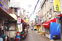 10 Amazing Things To Do In Seoul, South Korea: Itaewon © liddybits | via @Just1WayTicket