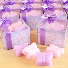 Lembrancinhas mini sabonetes de borboleta (com 4 unidades/caixa), hidratantes e muito perfumados.