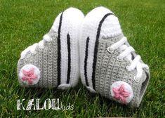 Super schattige babysneakers Booties Crochet, Crochet Baby Shoes, Diy Crochet, Baby Booties, Baby Converse, Slippers, Baby Sneakers, Crib Shoes, Baby Steps