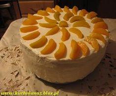 Tort z bitą śmietaną i brzoskwiniami - przepisy.net