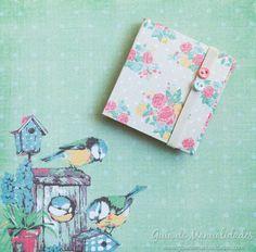 En esta libretita DIY pueden llevar sus papelitos de notas (adhesivas o no) y renovarlas cada vez que lo necesiten. Práctica, linda y para darle…