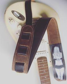 Een persoonlijke favoriet uit mijn Etsy shop https://www.etsy.com/nl/listing/257755330/raven-guitar-strap-leather-guitar-strap