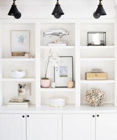 5 Insider Tips for Styling Your Shelves Like a Designer – Home Décor – einrichtungsideen wohnzimmer Living Room Designs, Living Room Decor, Dining Room, Den Decor, Styling Bookshelves, Bookcases, Decorating Bookshelves, Bookshelf Design, Muebles Living