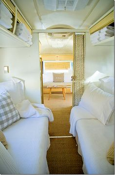 Airstream bedroom -- Pin now, go back and look at Cote de Texas author's pics of Glamping. Airstream Vintage, Airstream Campers, Airstream Remodel, Airstream Renovation, Airstream Interior, Vintage Travel Trailers, Remodeled Campers, Camper Trailers, Vintage Campers