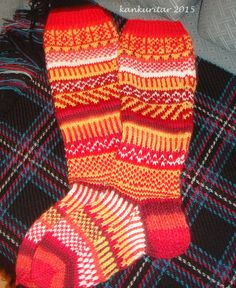 Naisten kirjoneulesukat hand made by ja design Tarja Knitting Socks, Knitting Patterns, Slippers, Wool, Handmade, Design, Stockings, Knit Socks, Knit Patterns