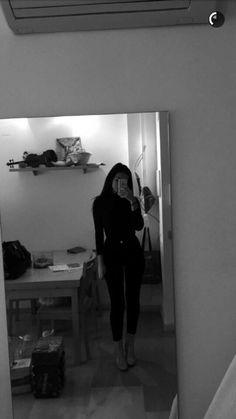 syd ☼☾'s media statistics and analytics Cute Girl Photo, Girl Photo Poses, Girl Photography Poses, Tumblr Photography, Girl Photos, Poses For Pictures, Girly Pictures, Aesthetic Photo, Aesthetic Girl