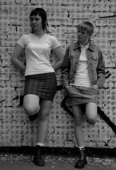 Skinhead - Wikipedia, the free encyclopedia Chica Skinhead, Skinhead Girl, Skinhead Fashion, Skinhead Reggae, Mod Fashion, Punk Fashion, Penny Loafers, Dr. Martens, Ska