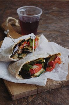 Healthy & yummy: Hummus Stuffed Pita with Roasted Vegetables. Recipe & photo: eCurry.