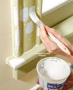 Painting Tips How to repaint chipped, flaking or dirty moldings so they look like new; the secrets of a professional-looking job.How to repaint chipped, flaking or dirty moldings so they look like new; the secrets of a professional-looking job. Do It Yourself Design, Do It Yourself Baby, Do It Yourself Inspiration, Style Inspiration, Do It Yourself Organization, Do It Yourself Furniture, Regal Design, Paint Stain, Paint Finishes