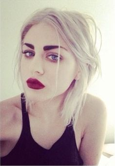 Frances Bean Cobain's gorgeous grungy/goth makeup. Eyebrows a lil too filled in but shape is perfect!