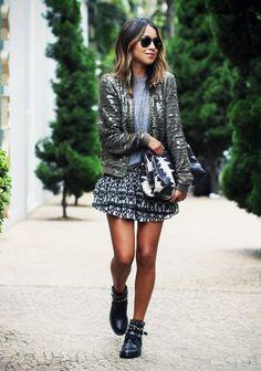 Très tendance depuis plusieurs années, en particulier grâce au célèbre modèle Susanna de chez Chloé, et plus récemment grâce à celui de chez Givenchy, les boots cloutées sont vraiment LA paire de chaussures à avoir…