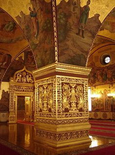 Granovitaya Chamber - an architectural monument in the Moscow Kremlin, one of the oldest public buildings in Moscow. Built in 1487 - 1491, by decree of Ivan III Italian architects Marco Ruffo and Pietro Antonio Solari.