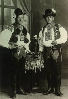 Folk Costume, Costumes, Folk Clothing, Extraordinary People, Black Forest, Eastern Europe, Vintage Pictures, Beautiful Patterns, World Cultures