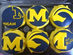 Go blue! Michigan Wolverines cupcakes. My sister's dessert skills are out of control. Mat was beyond impressed.