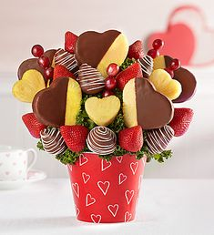 You are in the right place about DIY Edible arrangements Here we offer you the most beautiful pictures about the DIY Edible gifts you are looking for. When you examine the part of the picture you can Edible Fruit Arrangements, Edible Bouquets, Fruit Gifts, Edible Gifts, Chocolate Strawberries, Chocolate Covered Strawberries, Fruit Dipped In Chocolate, Chocolate Art, Fruit Decorations