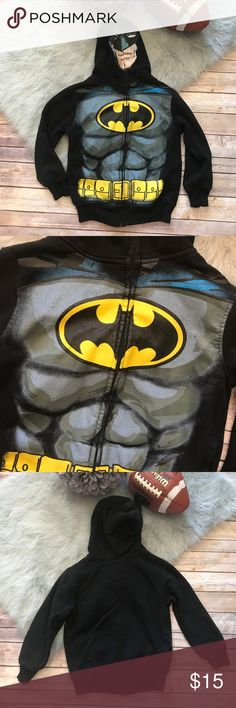 """Batman Hoodie Mesh Face Muscles 8 Boys Jacket Batman Hoodie Mesh Face Muscles 8 Boys Jacket  Zip goes all the way up and makes a mesh face over your face. Some paint missing from zipper pull. Some cracking on design (though I think some is intentional) Some wash wear/fade/pilling. Overall good condition. Bat ears. 20"""" long 17"""" armpit to armpit 60/40 Cotton/Poly Batman Shirts & Tops Sweatshirts & Hoodies"""