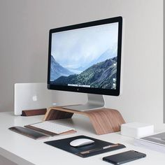 Sleek setup by: Newest Macbook Pro, New Macbook, Macbook Pro Case, Home Office Setup, Desk Setup, Room Setup, Office Ideas, Imac Desk, Simple Computer Desk